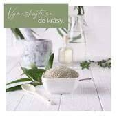 👩🍳Recepty nemusia byť iba na sladké dobrotky alebo rodinné obedy. Namiešajte si s nami podľa receptu zvláčňujúcu a čistiacu 💆♀️ pleťovú masku.   Budete potrebovať: 🥄1 lyžičku bentonitového ílu 🥄1 lyžičku čistej vody  🥄1 lyžičku šípkového oleja  🥄2-3 kvapky grepovej silice  🥣Všetky ingrediencie zmiešajte v nekovovej nádobke tak, aby sa vytvorila jednotná pastovitá hmota. Ak je zmes príliš hustá, pridajte pár kvapiek 💦 vody. Naneste na očistenú pleť a nechajte pôsobiť po dobu cca ⏱ 15 minút. Následne masku z pleti umyte vlažnou vodou a nezabudnite sa o pleť postarať pleťovým krémom alebo sérom.  🌱Bentonitový prečistí póy do hĺbky a upokojí zápaly. Šípkový olej  pleť vyživí, zvláčni, upokojí a dodá jej zásobu vitamínov. Grepová silica 🍊 pomôže pleti získať stratený jas ✨ a vyrovná tón pleti.  Neznie to výborne? Kto sa bude maskovať s nami? 💆♀️